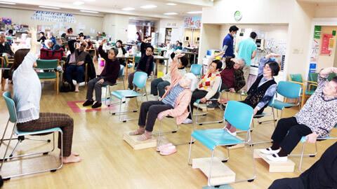 社会福祉施設で椅子ヨガ|ヨガの種プロジェクト